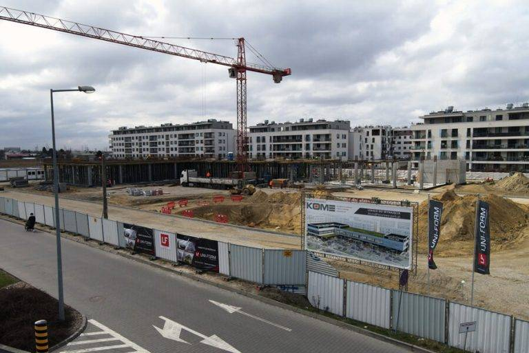 Na warszawskim Bemowie pną się do góry mury nowej inwestycji komercyjnej.